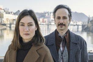 Neue Krimireihe aus Passau mit Marie Leuenberger als Frederike Bader und Michael Ostrowski als Ferdinand Zankl.