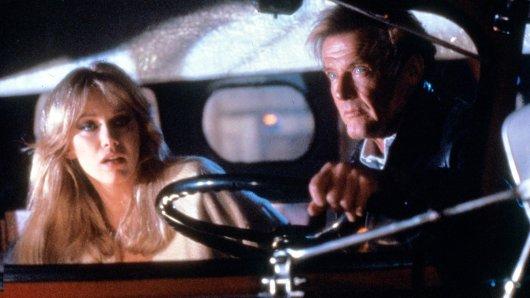 Tanya Roberts als Stacey Sutton neben Roger Moore als James Bond