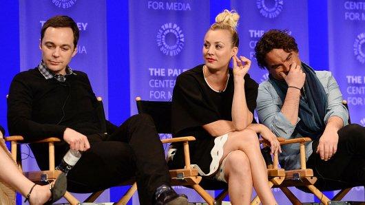 """Können über ihre Gage nicht klagen: Jim Parson, Kaley Cuoco und Johnny Galecki. Die Stars des weltweiten Sitcom-Hits """" The Big Bang Theory""""."""