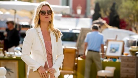 Julia Stiles spielt Georgina in Riviera.
