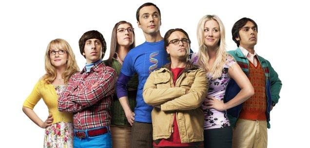Machen auch in der 11. Staffel eine gute Figur: Die Big Bang Theory-Helden Bernadette (Melissa Rausch, l.), Howard (Simon Helberg), Amy (Mayim Bialik), Sheldon (Jim Parsons), Leonard (Johnny Galecki), Penny (Kaley Cuoco) und Raj (Kunal Nayyar, r.)
