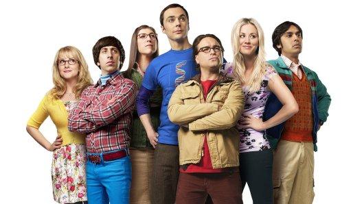 Die Big Bang Theory-Helden Bernadette (Melissa Rausch, l.), Howard (Simon Helberg), Amy (Mayim Bialik), Sheldon (Jim Parsons), Leonard (Johnny Galecki), Penny (Kaley Cuoco) und Raj (Kunal Nayyar, r.)