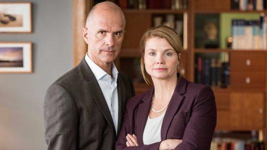 Haben in der neuen ZDF-Sitcom Merz gegen Merz nichts zu lachen: Die Comedy-Stars Annette Frier und Christoph Maria Herbst als geschiedenes Ehepaar Anne und Erik Merz.