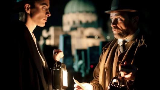 Dr. Max Liebermann (Matthew Beard) und Inspektor Oskar Reinhardt (Juergen Maurer).