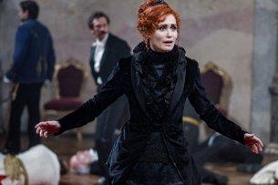 """Anja Kling als ungarische Gräfin in """"Freud""""."""