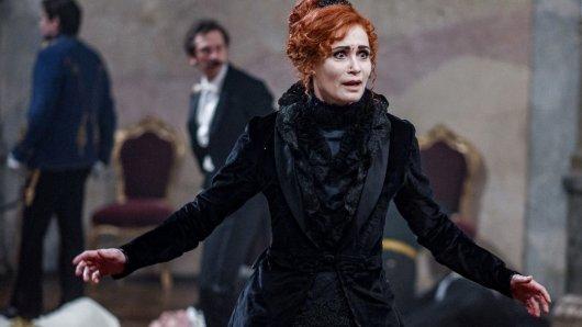 Anja Kling als ungarische Gräfin in Freud.