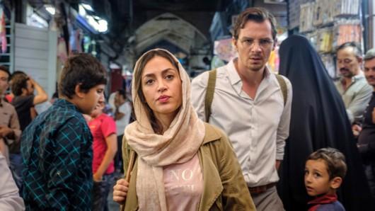 Felix Klare (Rolle Robert Leitner) und Mona Pirzad (Rolle Shirin) stehen für die ARD Degeto-Komödie Grüß Gott, Persien (AT) im Iran vor der Kamera.