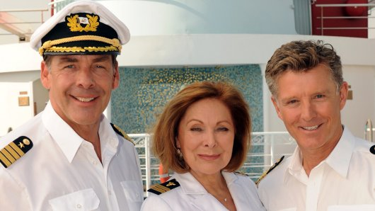Seit 2014 hatte Sascha Hehn (l., mit Heide Keller und Nick Wilder) das Kommando auf dem Traumschiff