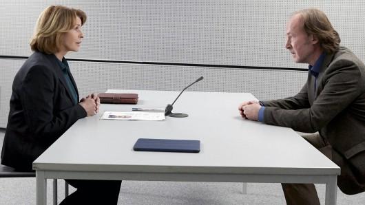 Eva-Maria Prohacek (Senta Berger) spürt im Verhör, dass Max Wemmer (Ulrich Noethen) aus purer Verzweiflung gehandelt hat.