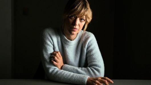 Ellen Berlinger (Heike Makatsch) beim verhören.