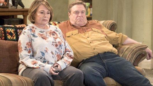US-Komikerin Roseanne Barr mit ihrem Kollegen John Goodman in der TV-Serie Roseanne.
