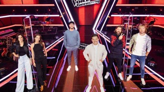 Die Juroren der 10. Staffel von The Voice of Germany: Stefanie Kloß, Yvonne Catterfeld, Mark Forster, Nico Santos, Rea Garvey und Samu Haber (v.l.)