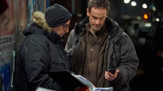 Regisseur Dominik Graf beim Tatort-Dreh mit Jörg Hartmann.